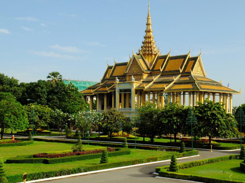 Камбоджа. Пномпень. Королевский дворец является резиденцией Нородома Сиамони. (Tee La Rosa) Каса