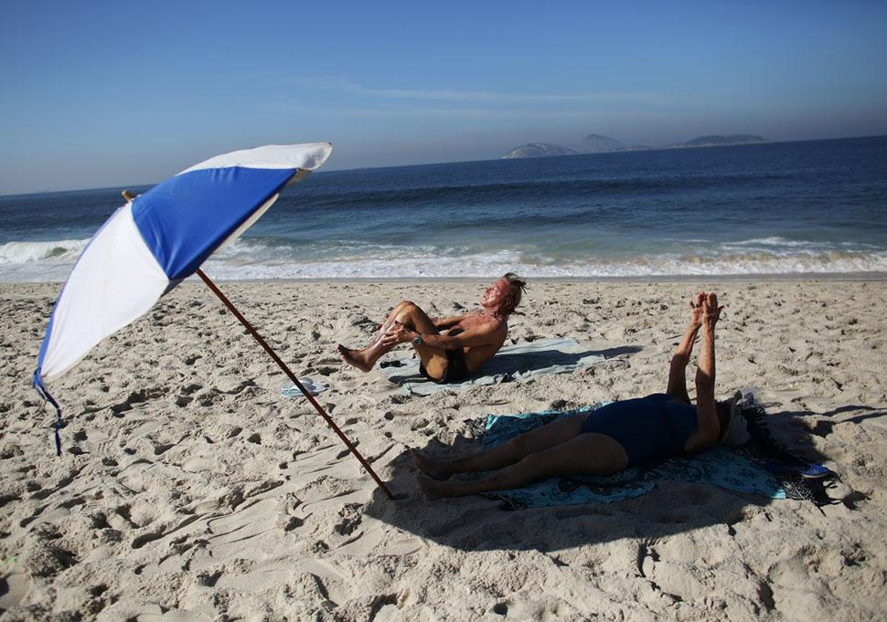 Многие жители Рио любят заниматься спортом прямо на пляже.