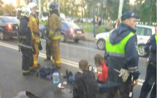 Медработники спасают сбитого наСветлановском проспекте семилетнего ребенка