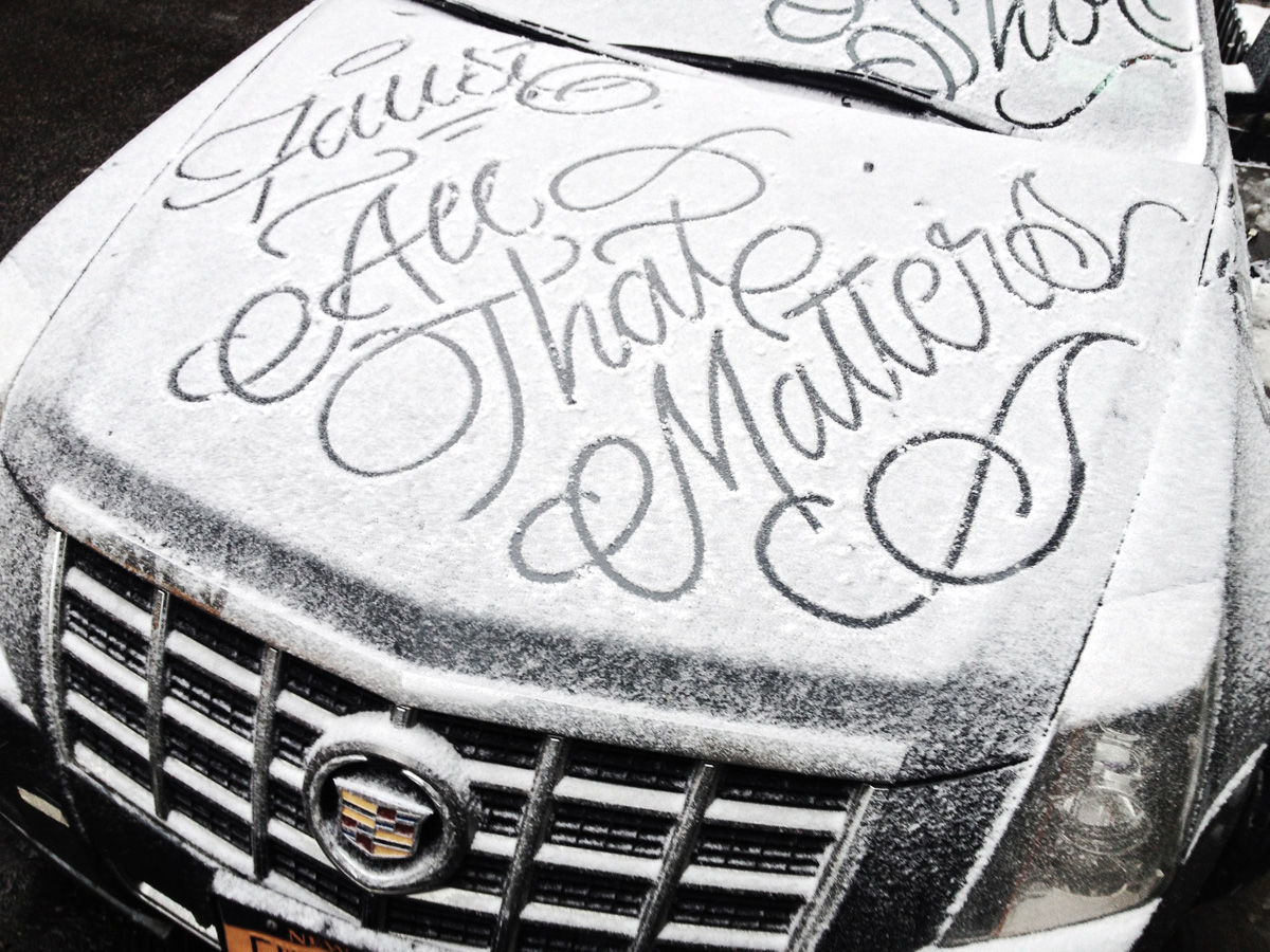 Graffiti Artist 'Faust' Draws Calligraphic Messages on Snow-Covered Cars in New York City (4 pics)
