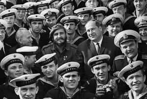 """Фидель Кастро на крейсере """"Аврора"""".jpg"""