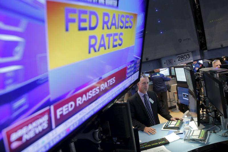 Трейдеры на торгах Нью-Йоркской фондовой биржи