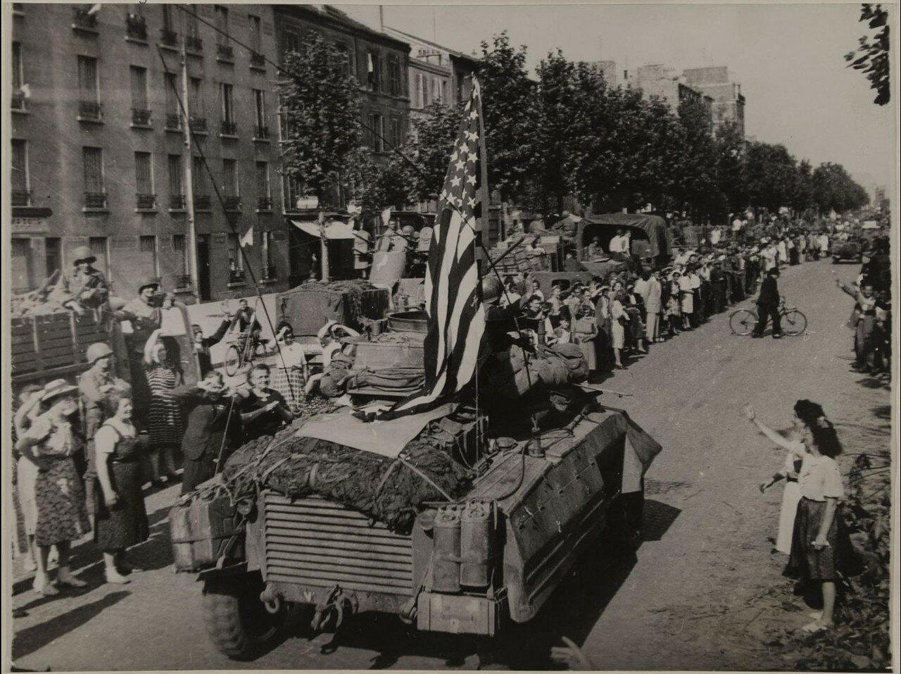 26 августа. Прибытие американских танков. Проспект Эдуарда Вальяна
