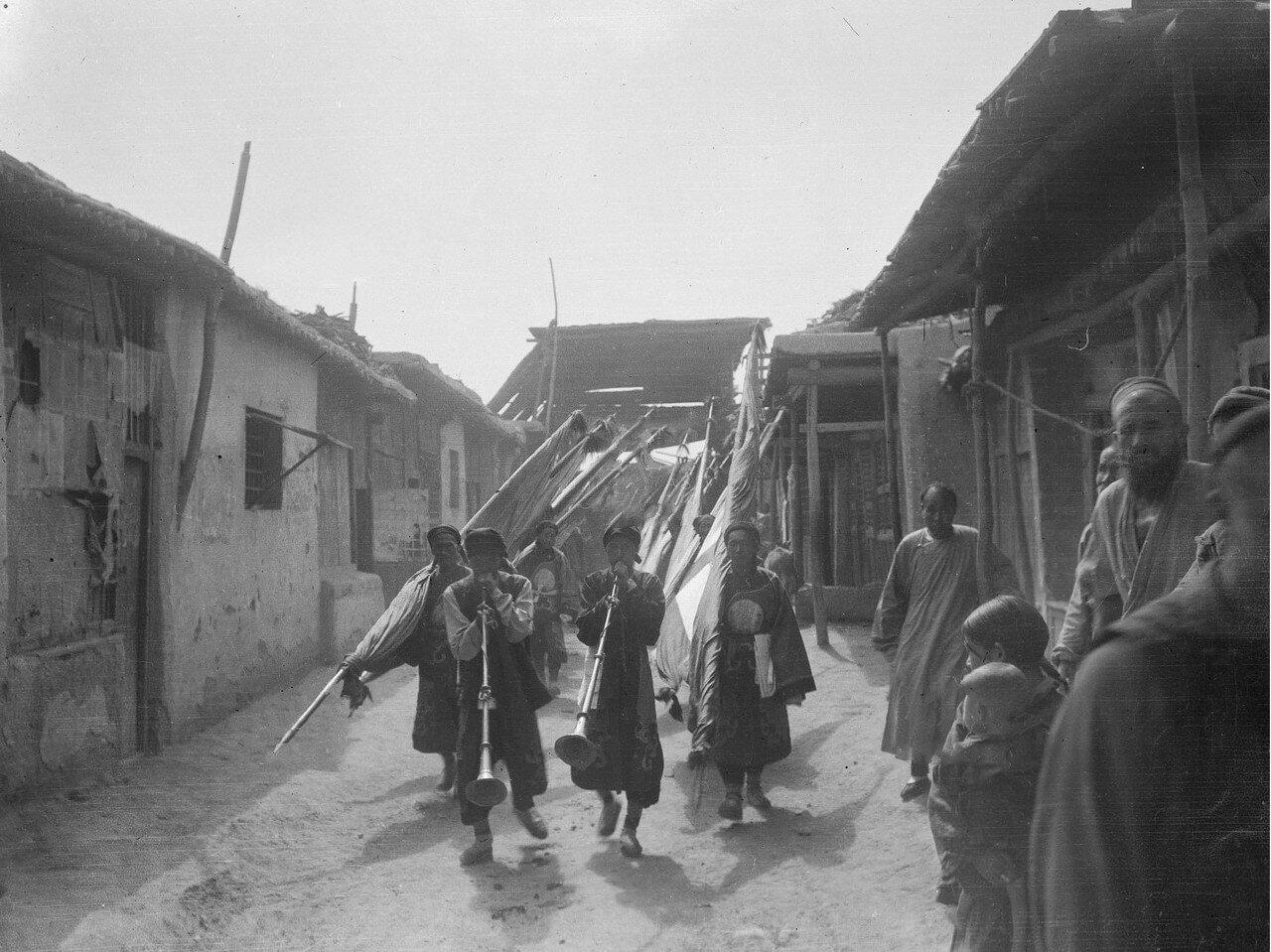 Китайские похороны на базарной улице