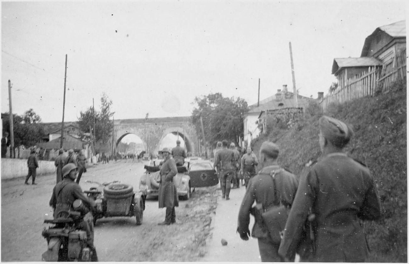 Солдаты 296-й пехотной дивизии вермахта входят в Киев. 19 сентября 1941 года.