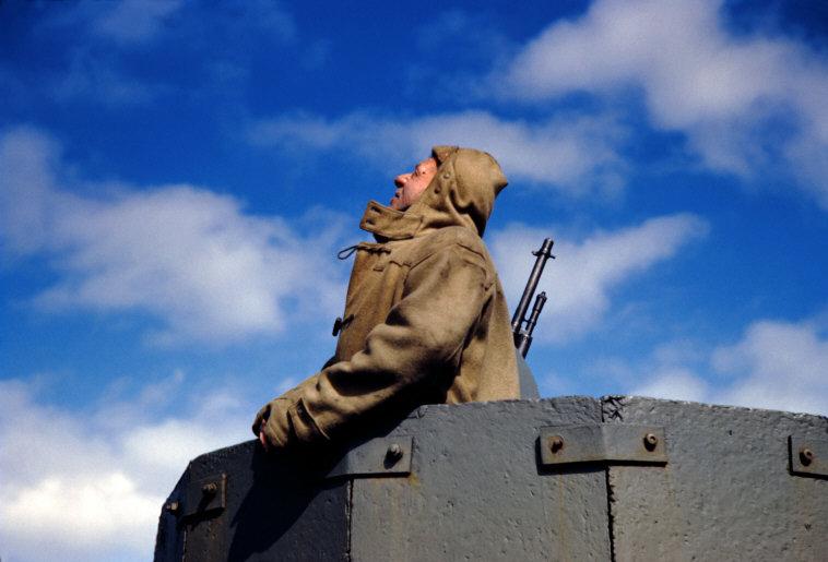 Wonderful Colour Photographs of World War II by Robert Capa (75).jpg