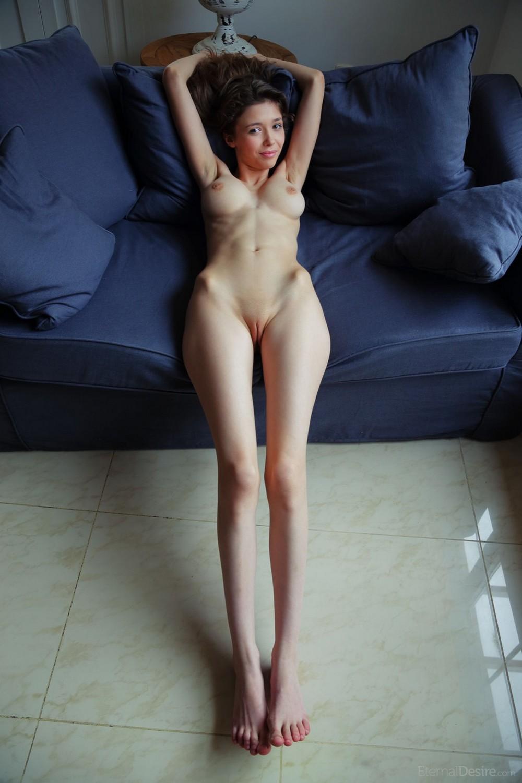 Сексуальную француженку очень худые и голые