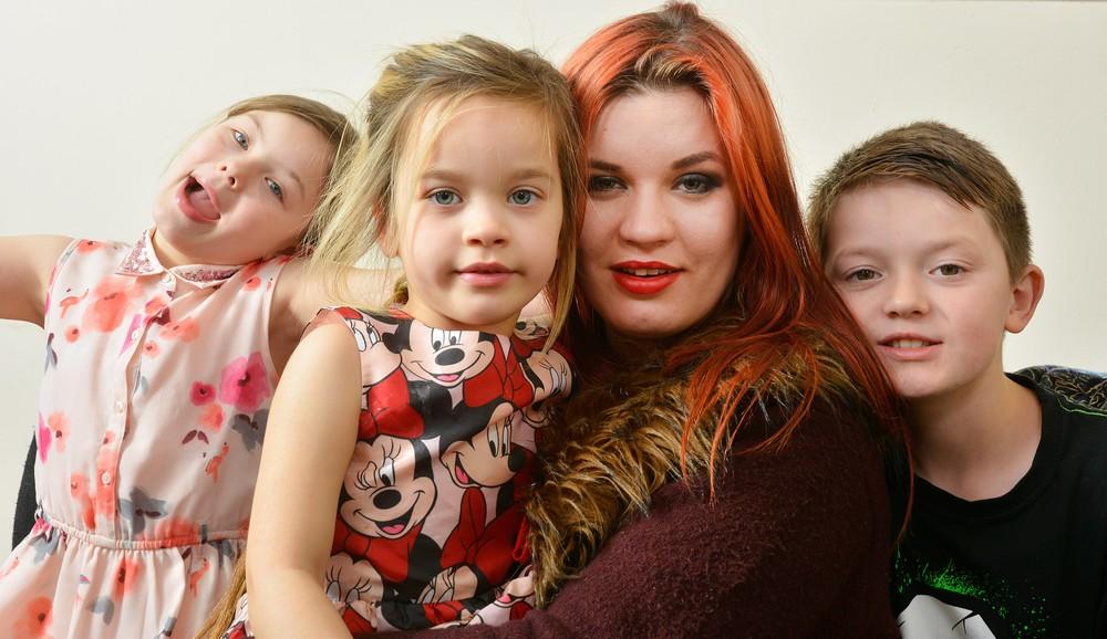 Мама выбрала карьеру фетиш-модели, чтобы ни в чем не отказывать детям