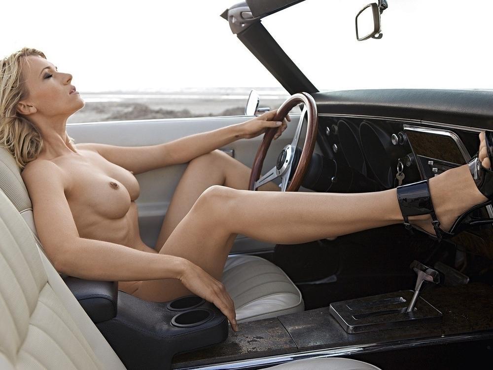Развратные девушки в авто (18+)