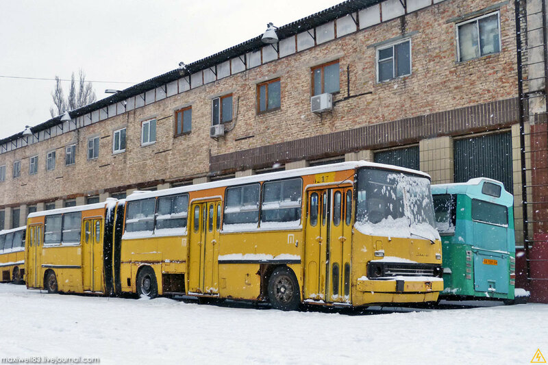 Майданчик техніки Музею громадського транспорту або Колишній Автобусний парк №3