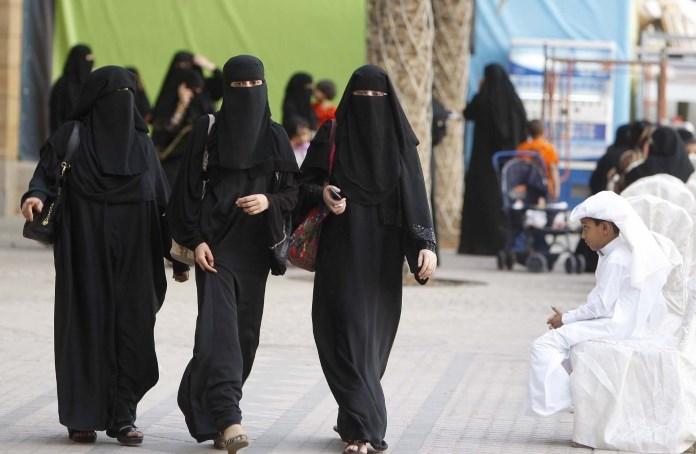 Кстати, эмиратские женщины получают вполне приличное образование, для них открыты лучшие универс