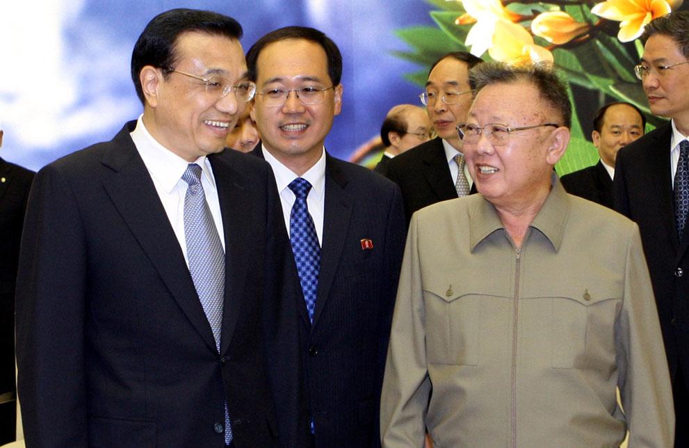 19. Одно из последних фото Ким Чен Ира. Встреча с китайским премьер-министром Ли Кэцяном в Пхеньяне