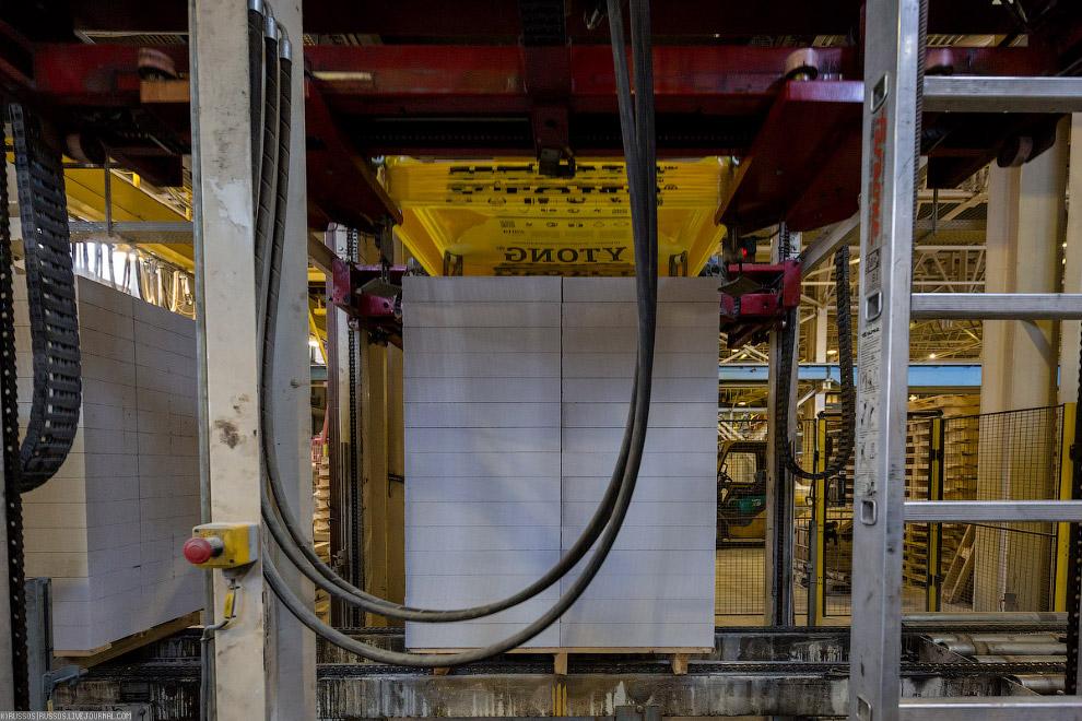 22. На заводе одна линия по резке блоков, но поменяв расположение струн, можно выпускать другой
