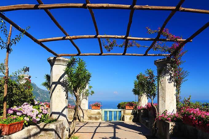 Конка-дей-Марини Бывшая рыбацкая деревушка — сегодня тихий курорт с умопомрачительными пейзажа