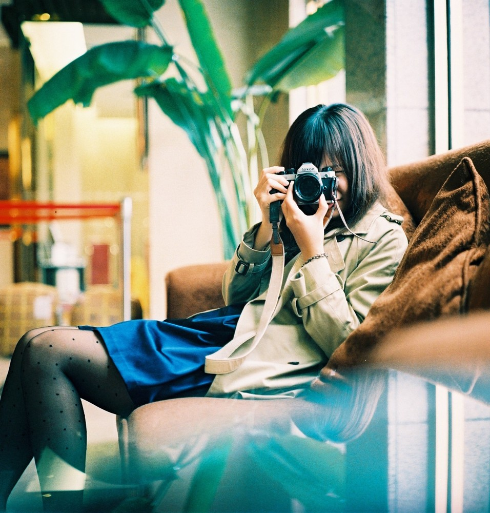 Девушки с фотокамерой
