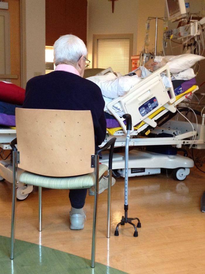 «Мой 90-летний дедушка четыре дня не отходил от постели бабушки, когда ей сделали операцию на сердце