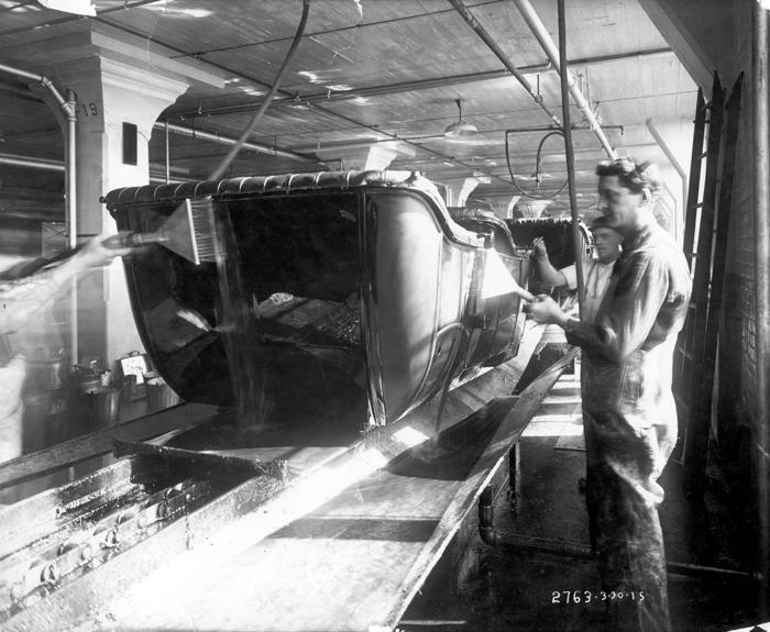 Финальная покраска автомобилей на заводе в Хайленд-Парке, 1914