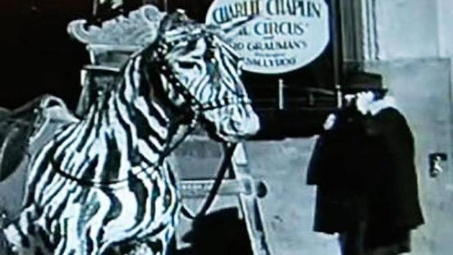 © Charles Chaplin Productions  В2010 году вышел DVDс бонусными кадрами сосъемок фильма Чарл