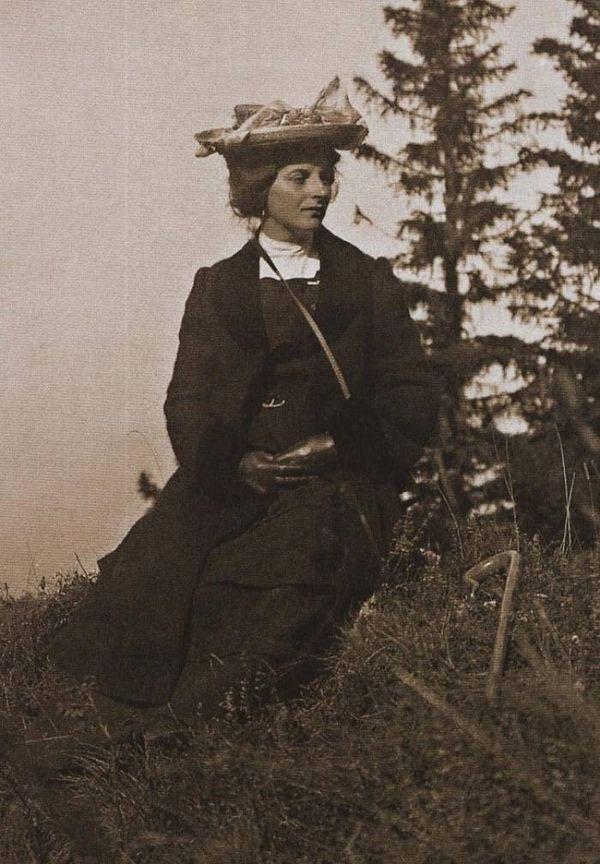 Владимир познакомил Инессу с трудами Ленина. Она настолько прониклась прочитанным, что даже завела п