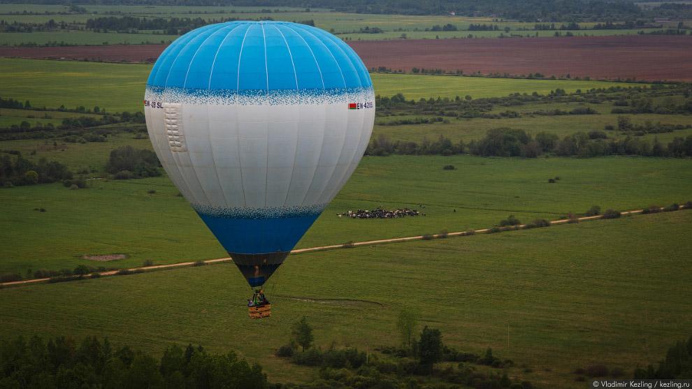 41. После успешного приземления все, кто летал в первый раз, проходят обряд посвящения в воздух
