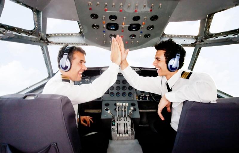 Слепой пилот Еще одна классическая шалость - убедить пассажиров, что пилот ничего не видит. Поэтому