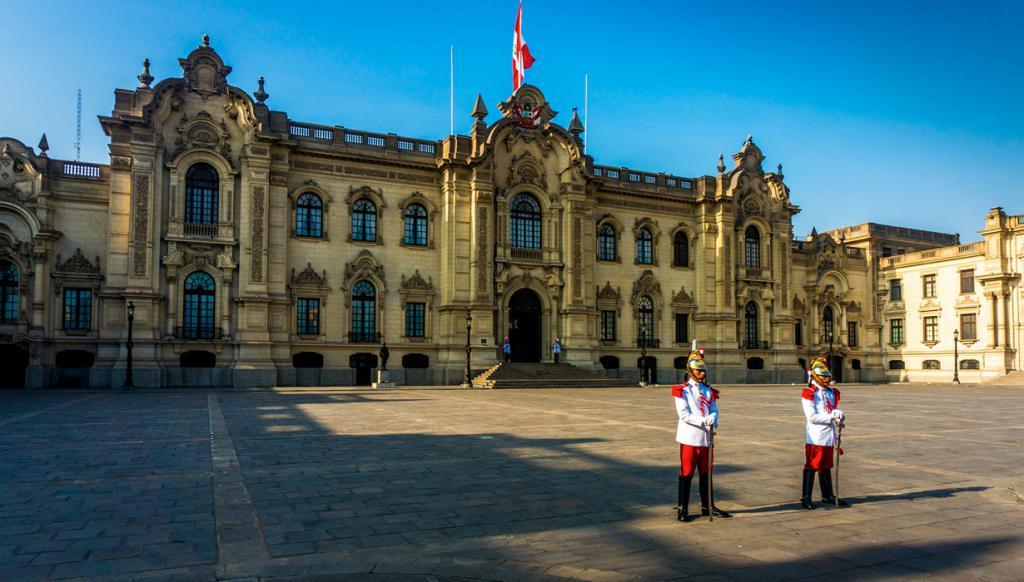 Перу. Лима. Каса-де-Писарро является резиденцией Президента страны. (BORIS G) Каса-Росада