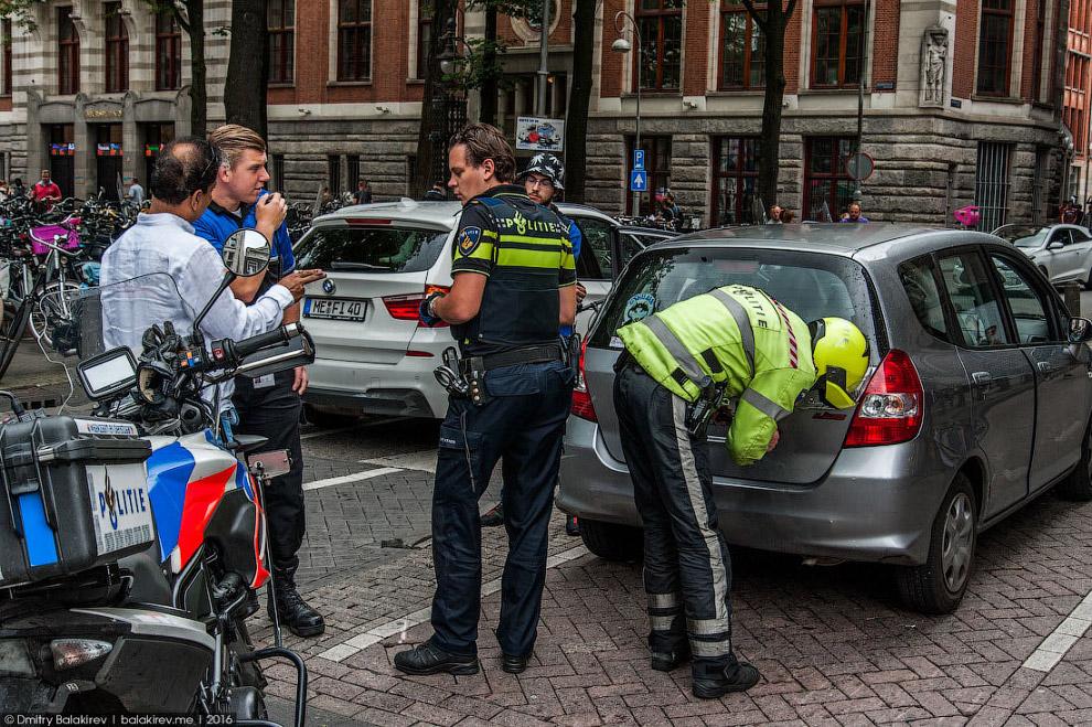 38. На окраинах дети приезжих еще не извращены либеральным амстердамским велосипедным духом. Ро