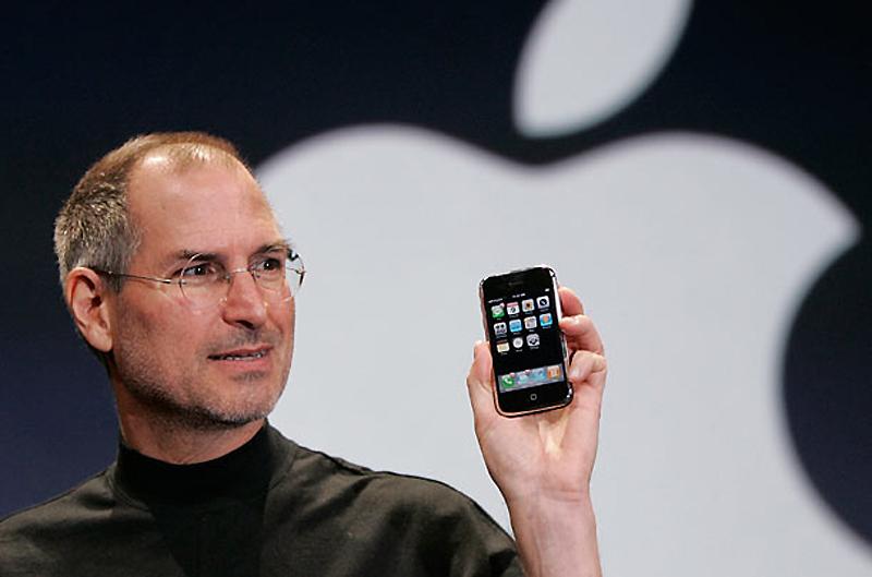 15. iPhone, 2007 год. Маленькое удобное устройство, представленное исполнительным директором компани