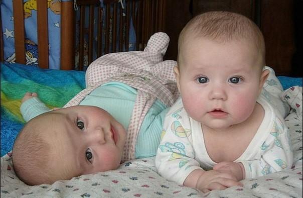 Ученые вычислили лучший срок рождения близнецов