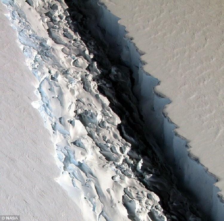 ВАнтарктиде образовался 40-километровый разлом