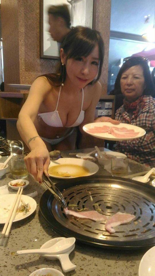 ресторан с моделями в бикини вместо официанток
