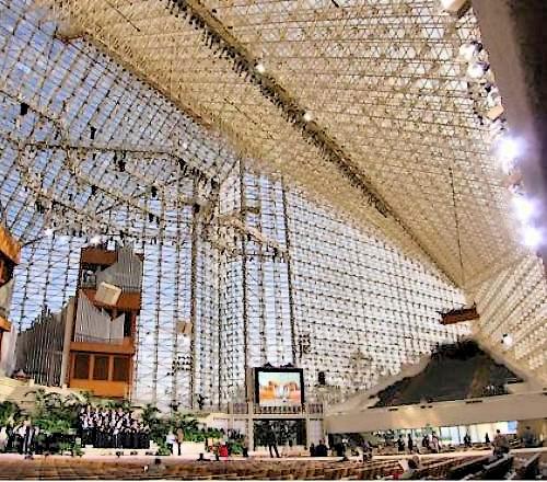 Кристаллический собор в Калифорнии (США)