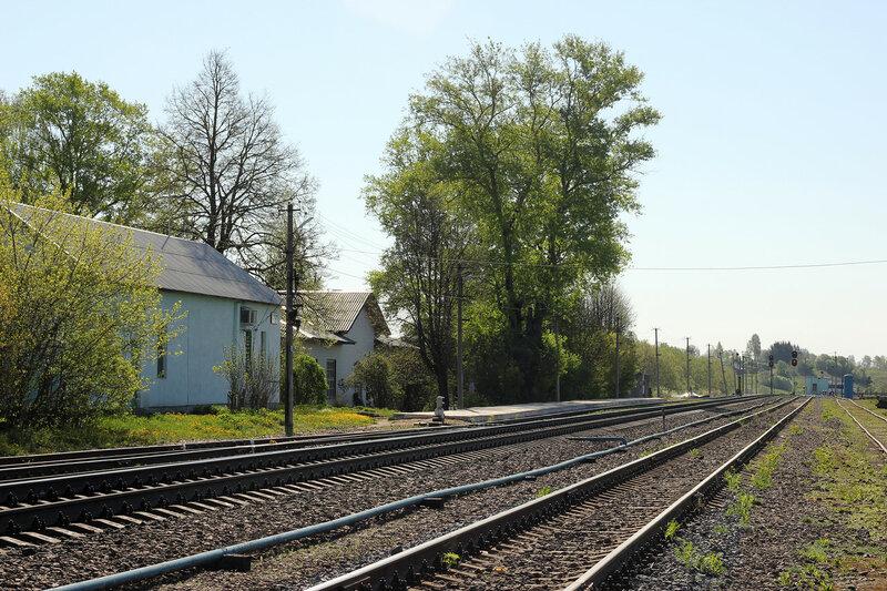 Платформа и вокзал на станции Зубцов, вид на Волоколамск