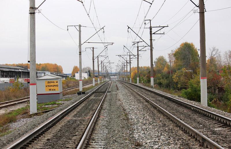 Перегон Дёма - Уршак. Видных входные светофоры станции Уршак. Слева подъездной на ОАО Электрозавод.