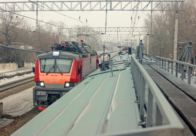 ЭП20 с поездом Стриж следует из Нижнего Новгорода в Москву. Где-то в пределах МКАД