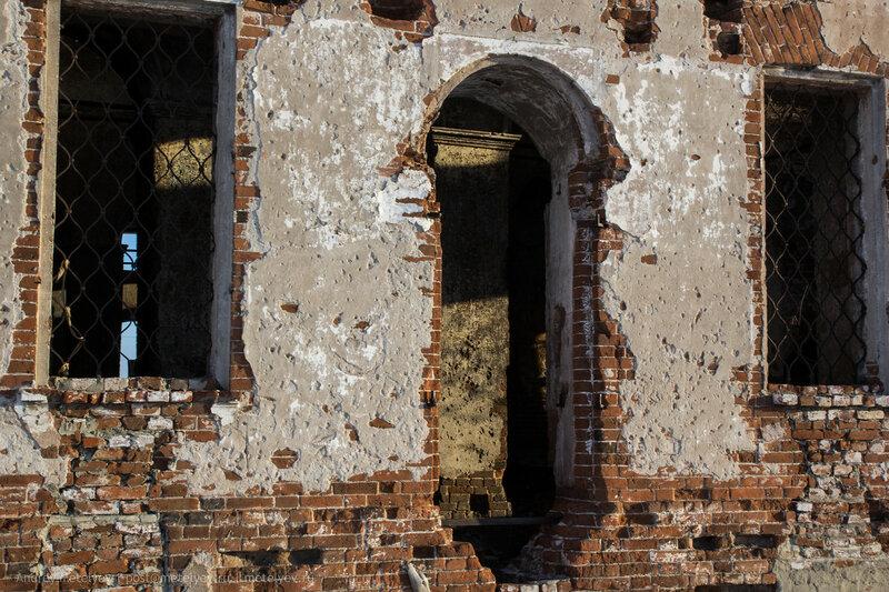 двери и окна в храме в селе Травянское