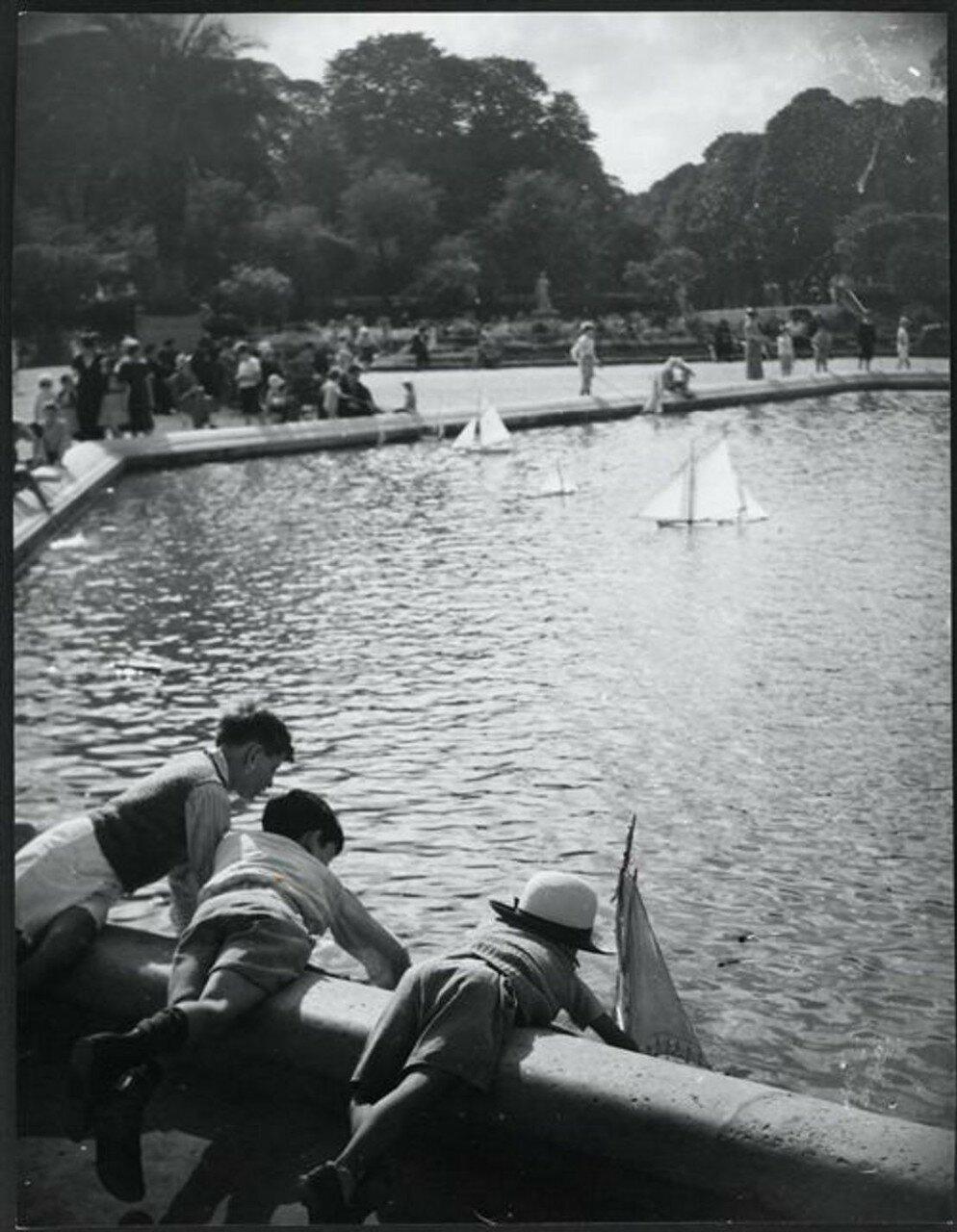 1930. Дети в Люксембургском саду