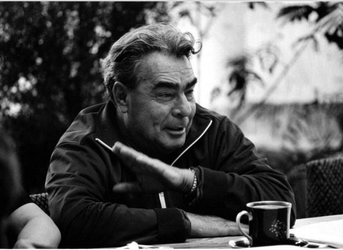 1970. Леонид Брежнев за чайным столом на даче в Завидово