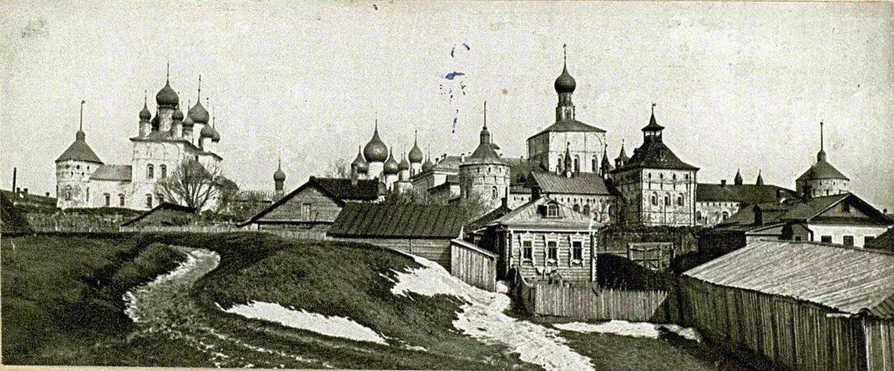 Панорама кремля с юга, от озера Неро