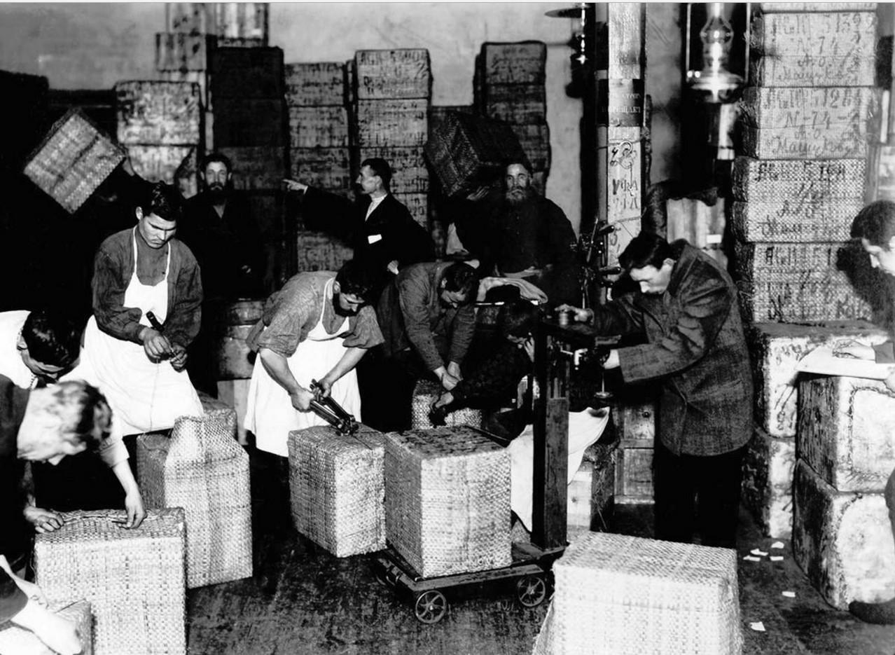 Упаковка и взвешивание продукции на фабрике Высоцкого