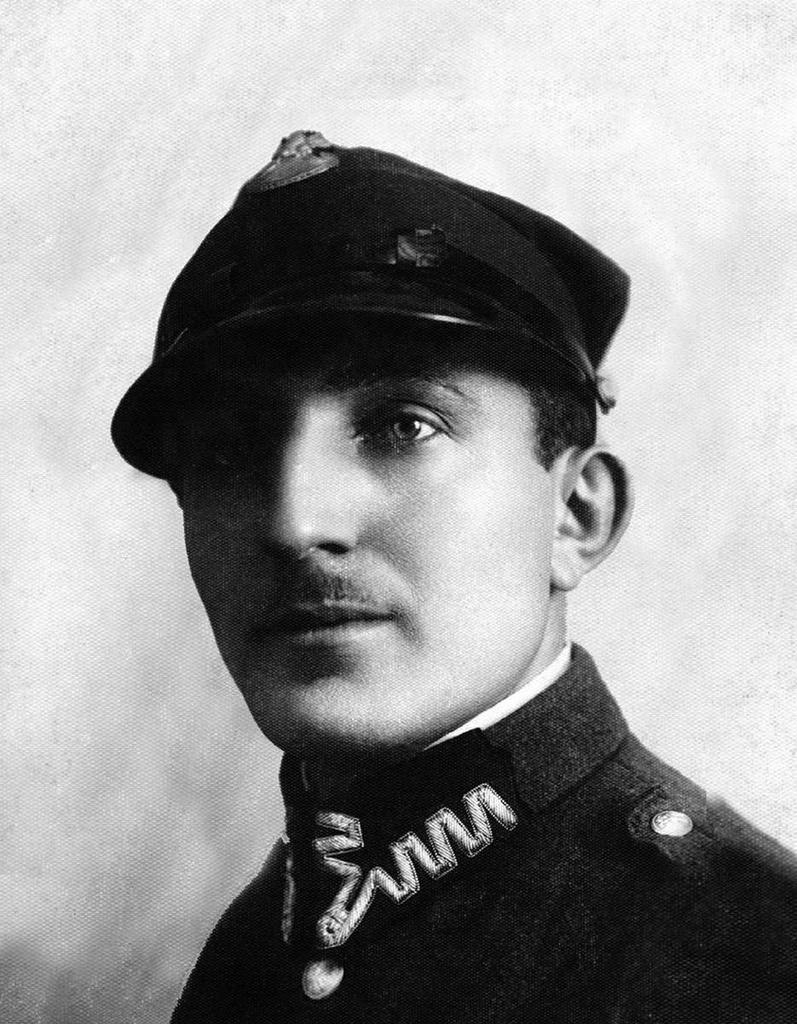 Зельман Лейзерович Цимбалист (1907-1938). Зав. складом Отдела снабжения Магнитогорского комбината. 1930-е.