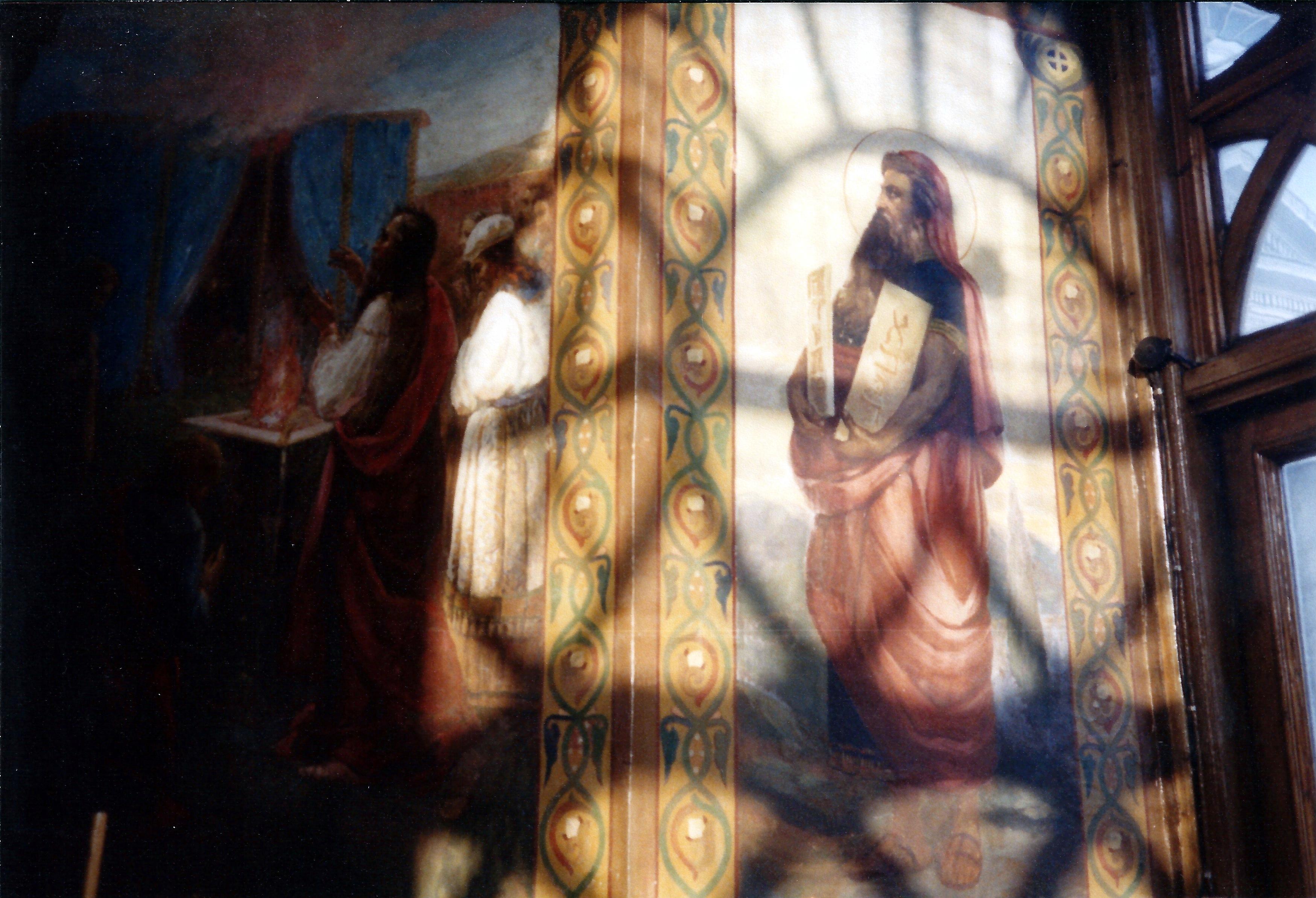 Внутри московской церкви
