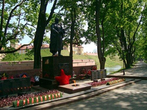 Несвиж. Памятник воину-освободителю