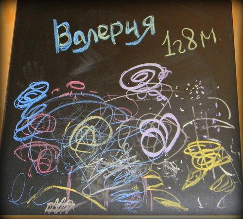 Рисунки мелками. Автор: Валерия Кондратьева  (1 год 8 месяцев)