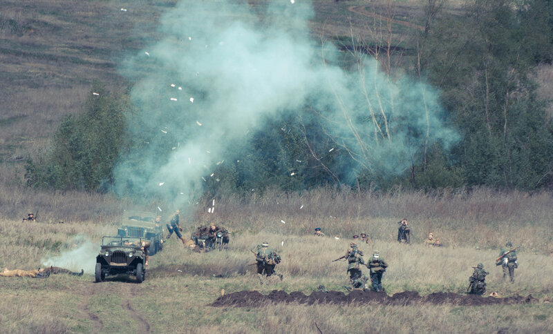 Немцы нападают на командирский газик красной армии. Реконструкция боя в Самаре