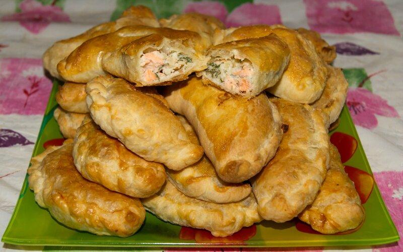 Пирожки с семгой из дрожжевого теста