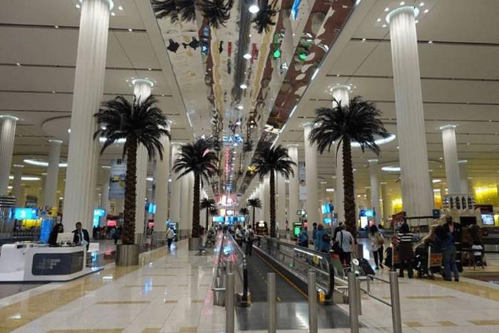 48. Из Дубая в Милан. Сама зона получения багажа было немного сюрреалистичной, с переходом в окружен