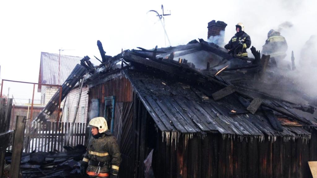 Впожаре вжилом доме под Новосибирском погибли 4 человека