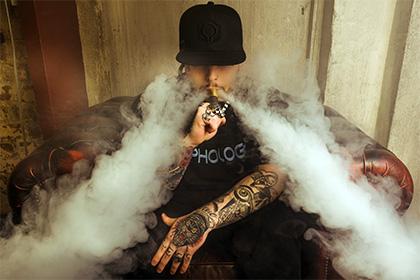 Утверждают учёные: Новомодное увлечение электронными сигаретами может быть опасно для молодых людей