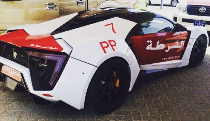 Спорткар полиции Абу-Даби